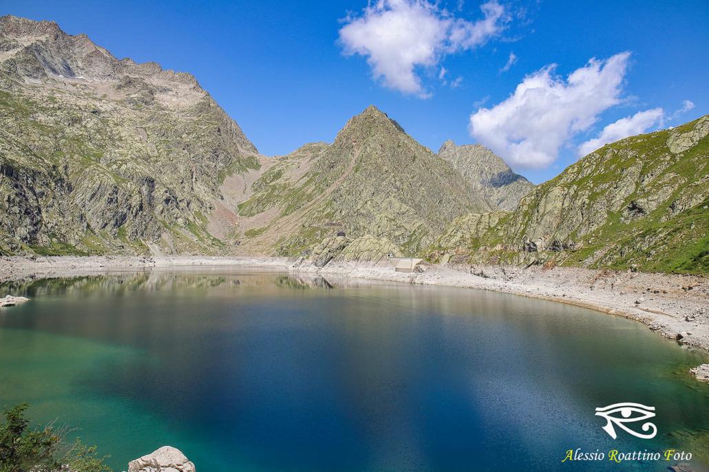 Entracque, lago del Chiotas con le montagne sullo sfondo