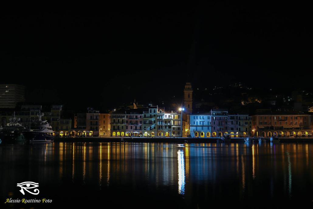 Imperia, la banchina di calata Cuneo ripresa in orario notturno