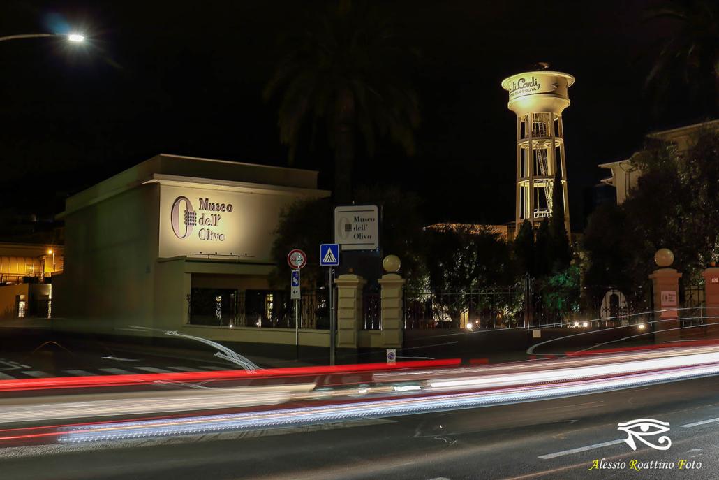 Imperia, vista notturna del museo dell'olivo dell'olio Carli